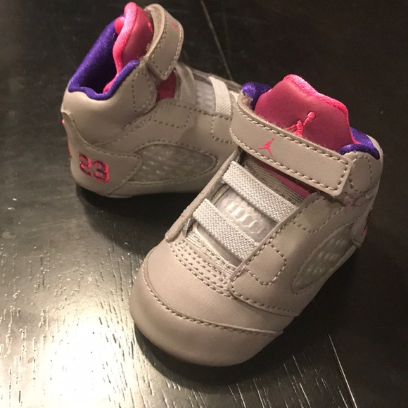new product 08f17 0e5b2 Baby girl Jordans crib shoes 💜💕 retro 5