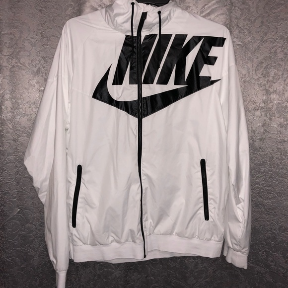 07f85097cb94 Nike Windbreaker Men s XL White  Black Lettering. M 5a27595d4225bef5ff01a9a6