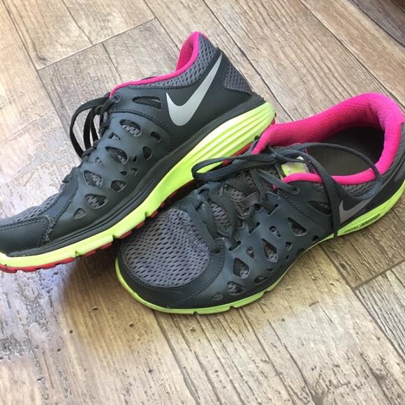 superior quality 95fee 71289 Women s Nike dual fusion gray pink running shoes. M 5a275ade291a35b33b01b9b9