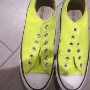 Converse neon yellow low top converse sneakers