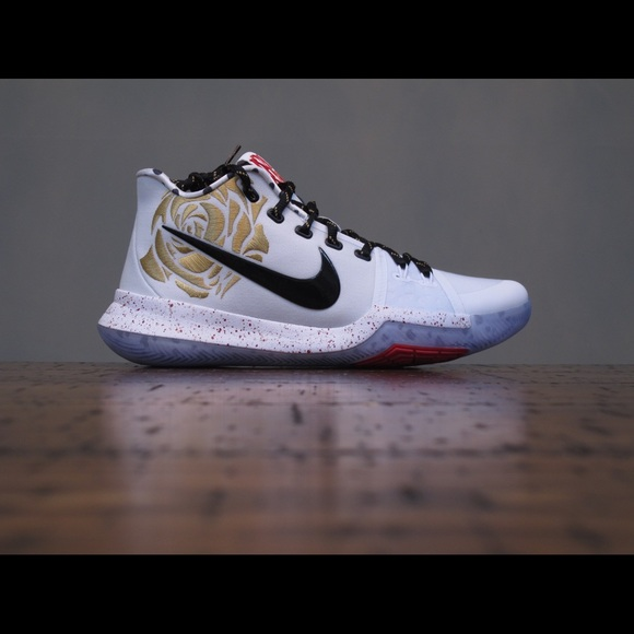 new product 599b4 21173 Nike Kyrie 3 x Sneaker Room Mom Gold DS Size 9