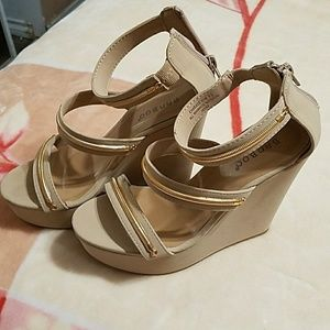 Dressing shoes wedges