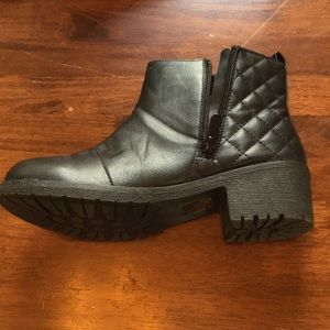Shoes - Black quilted faux leather ankle booties