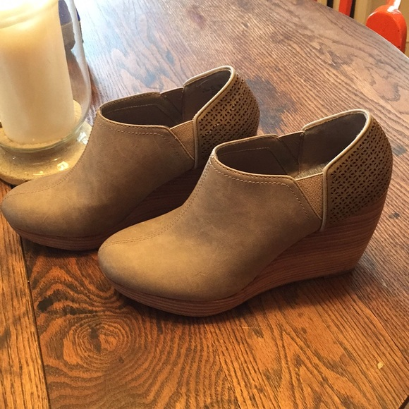 fc7ee7347528 Dr. Scholl s Shoes - Dr scholls Harlow wedge ankle bootie 8.5