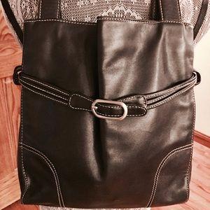 NWOT KENNETH  COLE  BLACK LEATHER BAG. MINT COND❣️