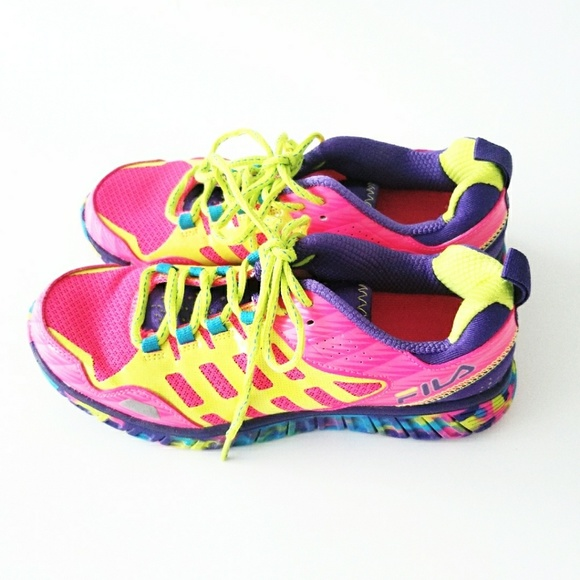 85d2772ed29c Fila Shoes - FILA