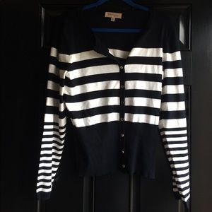 Sweaters - Long sleeve black & white sweater