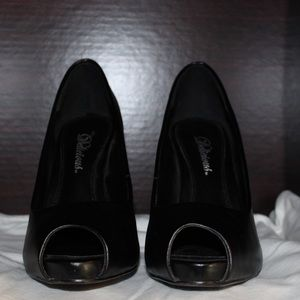 Shoes - Delicious black leather heels size 7