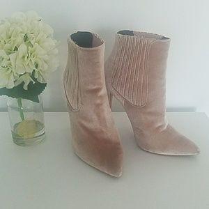 Shoes - 💎MOVING SALE💎Gorgeous Blush Velvet Stiletto Boot