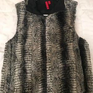 5/48 faux fur vest in grey/black/white snake print