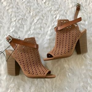 NEW Joe's Jeans Ankle Strap Peep Toe Heels