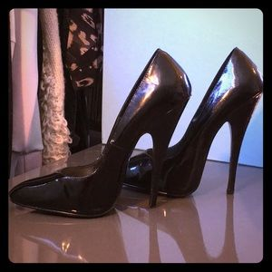 Vintage steep Patent Leather Anne Jordan Stilettos