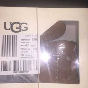NWT toddler uggs with bow