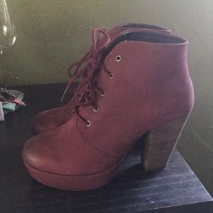 Maroon lace up Steve Madden shoes