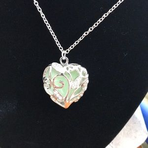 Jewelry - Beautiful heart pendant with chain