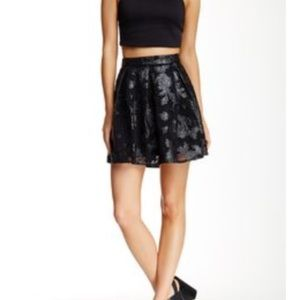 Dresses & Skirts - Romeo & Juliet Couture Faux Lace Overlay Skirt - M