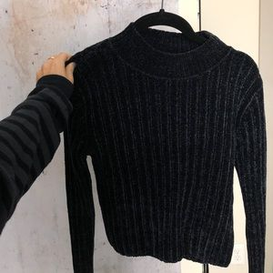 Long sleeve soft black top