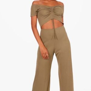 Boohoo Paige front cut out jumpsuit NWT SZ 6