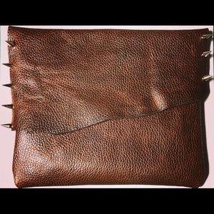 Handbags - Brown leather clutch !