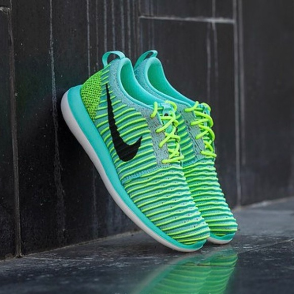 cba9743374646 New🎄 NIKE Roshe Two Flyknit GS~5.5Y 7.5W