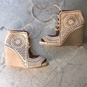 JEFFREY CAMPBELL NUDE LASR CUT WEDGES SIZE 9.5 NWT
