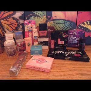 NWOT Makeup bundle