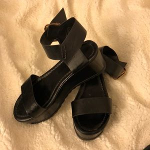 Bamboo size 7 platform wedge sandals!
