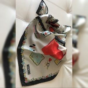 Moschino scarf 100% authentic😍
