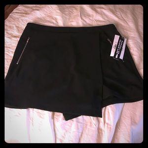 Black mini skirt/skort 🆕 with tags