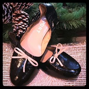 Darling black shiny leather flats with leather bow