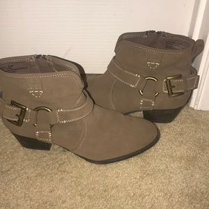 Gray/tan Cliffs by White Mountain booties