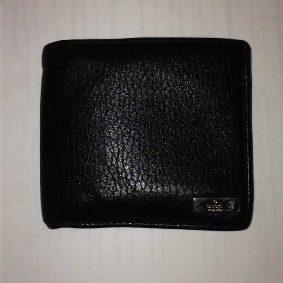 a7f9baf00f1 Gucci Other - 100% Authentic Men s Gucci Wallet Made In Italy