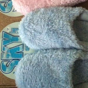 Shoes - NWT Blue slippers❄️ SALE❄️