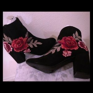 JustFab black embroidered rose Jacinta booties 7.5
