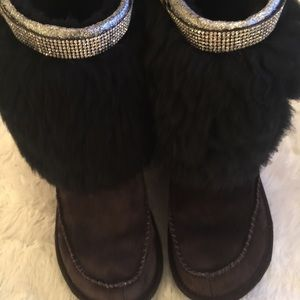 metal Tag Limited Edition Fur Uggs! AUTHENTIC