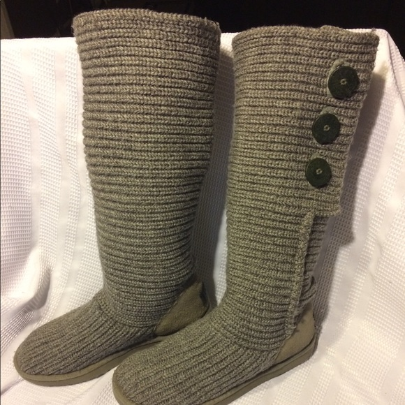 Uggs Tall 3 buttons classic Cardy size - 9. M 5a2953834127d055bb00ddcc.  Other Shoes you may like. Gold UGG Boots 598fdd3ad