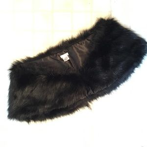Jackets & Blazers - Faux fur shawl