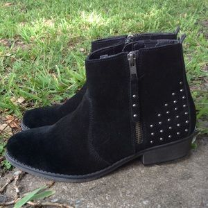 Black suede boots by white mountain size 8.5 M