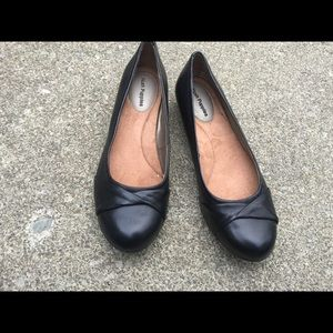 Women's Hush Puppies Black Leather Shoes Size 7.5M