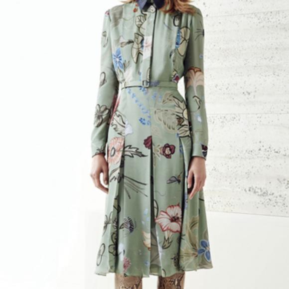 4deff19aa87 Gucci Dresses   Skirts - Stunning GUCCI Dress NWOT Size 42 IT 100% Silk
