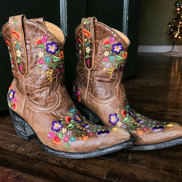 a3dd8010f87 Old Gringo Sora Floral Embroidered Boot