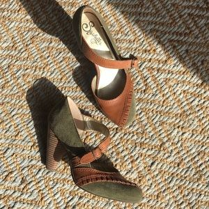 Seychelles Olive Green & Leather Heels