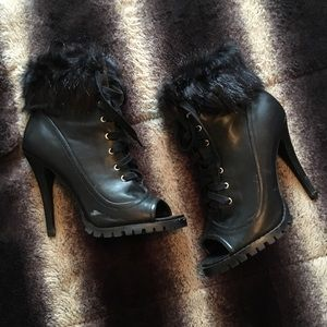 Faux fur/leather peep toe booties