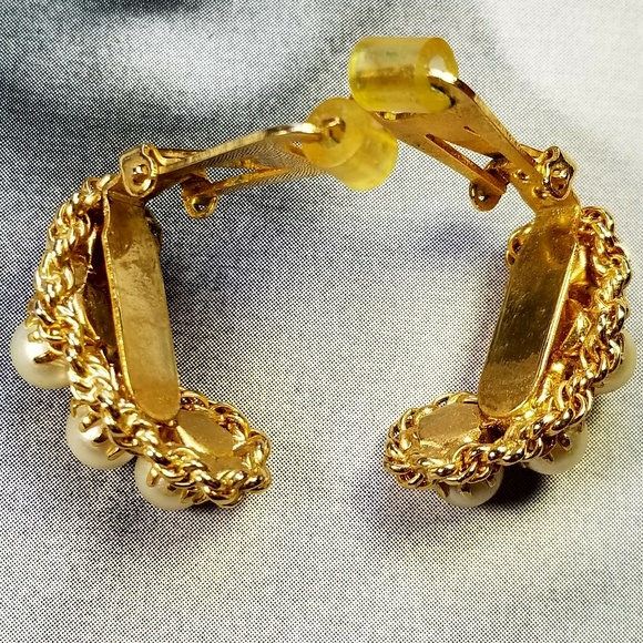 Vintage Jewelry - Vintage Hobe gold tone and Faux pearl earrings
