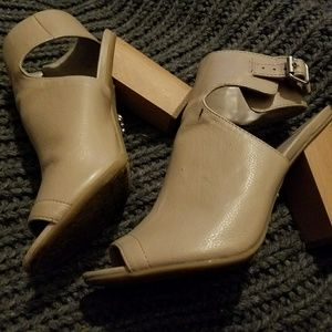 Vera Wang heels