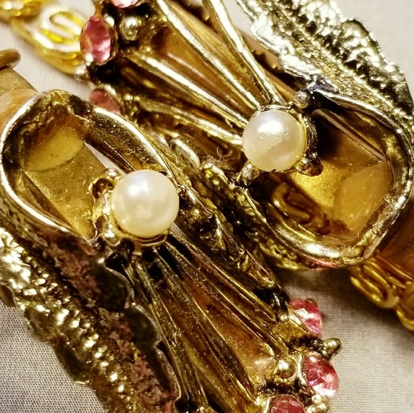 Vintage Jewelry - Vintage gold tone pearl pink stone sweater clip