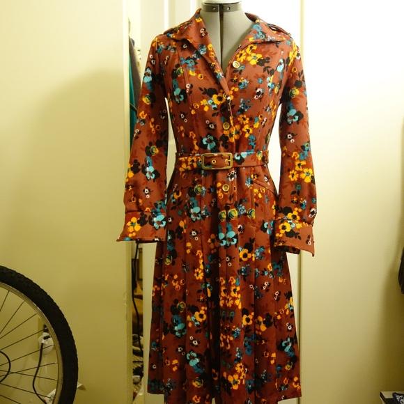 Vintage Dresses & Skirts - VINTAGE Floral self-belt button-up dress