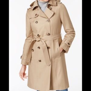 LIKE NEW - Women's Lg Kenneth Cole Trench