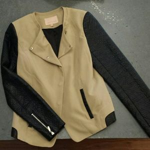 Hey Fashonista...your jeans need this jacket!