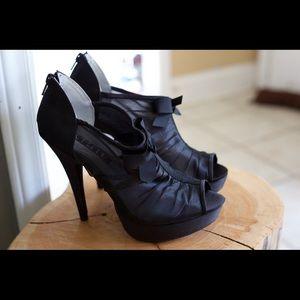 NIB Black Vera Wang Pumps